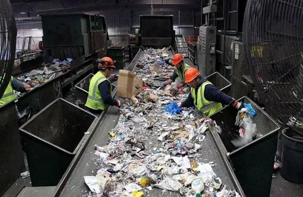 Сортування пластику мусору